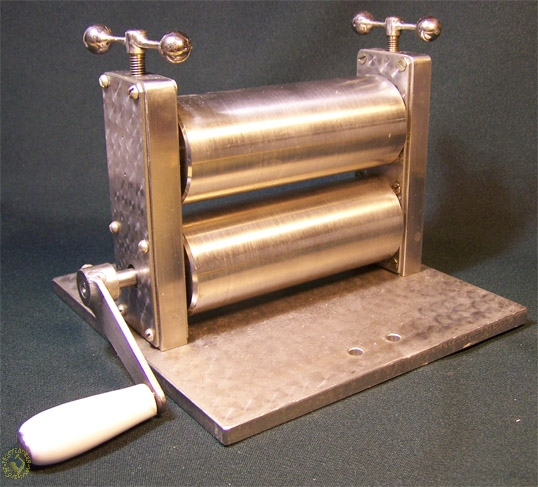 Homemade rolling mill assembly